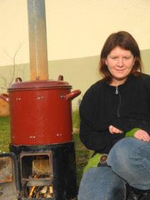 Auch so funktioniert Raku - ein selbstgebauter Holzrakuofen- für den Ein-Frau-Betrieb