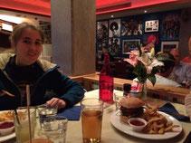 Laure lädt uns zum Abschieds-Burger ein