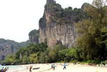 Erleben Sie mit Urlaub am Railay Beach den schönsten Strand in Krabi.