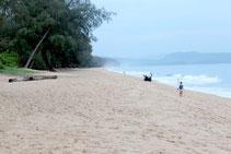 Erleben Sie Thailand Urlaub auf Phuket an menschenleeren Stränden.