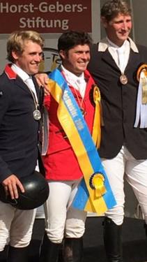 In der Mitte Steffen Engfer (RFSP Sieversen) als Landesmeister 2016 der Reiter Springen
