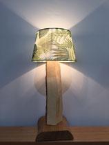 Zirbenholz-Beistelllampe mit weiß-grünem Lampenschirm
