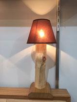Zirbenholz-Beistelllapme mit braunem Lampenschirm
