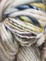 Manos del Uruguay Serpentina, Farbe Jane  (mit Goldgelb, Dunkelrot und Graublau)