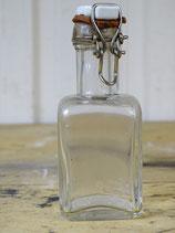 Oude flesjes uit Franse EHBO kist