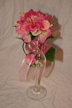 Stielglas mit Singleblüte und Perlen