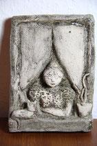 kleines getöpfertes Bild Frau am Fenster mit Katze Wandbild Deko