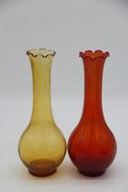 Glasvase langer Hals bauchig gewellter Rand retro orange gelb