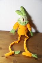 Hase Möhre gelb grün Kuscheltier witzig mit Möhrenbeinen Osterhase