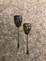 Anstecknadel Maske