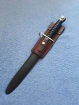 Bajonett für Sturmgewehr 57 mit originalem Koppelschuh aus Leder