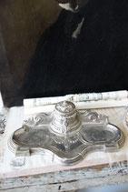 Dekorativer antiker Stifthalter mit Tintenfass aus Frankreich
