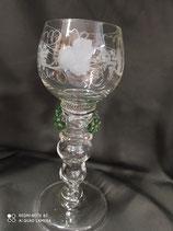 Bicchiere in vetro soffiato.