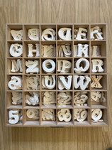 Holzbuchstaben und Zahlen  flach  verschiedene
