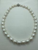 Perlenkette mit Süßwasserbarockzuchtperlen,  ca. 12 mm -ca. 15 mm, im Verlauf