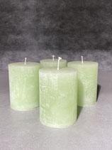 4 Kerzen durchgefärbt hellgrün 60/80mm Brennzeit 28Std