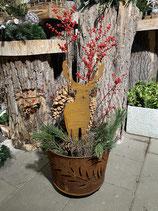 Feuerkorb mit Hirsch und Ilex im Topf h95cm dia 40cm