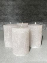 4 Kerzen durchgefärbt warm grey  70/100mm Brennzeit 45Std