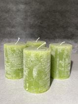 4 Kerzen durchgefärbt smaragd 70/100mm Brennzeit 45Std