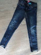 N-2 Coole Jeans blau und unten Fransen  Gr. 140