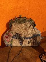 Handtasche mit vintage Bügelverschluss