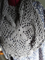 Gehaakte sjaal grijs