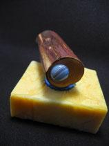 "Magnethalter ""Aqua"", gewachstes Wacholder-Holz, L ca. 70mm, D ca. 30mm, Haltekraft >110g"