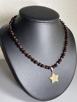 Collier avec étoile. Tour de cou : 45,5 cms