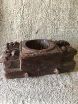 Handbewerkte oude kruidenbak
