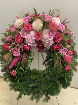 Kopfgesteckter Kranz in rosa/pink
