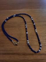Lapis Lazulikette mit Goldösen und Zuchtperlen