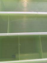 Grüner Organizer mit visiblen Kratzern