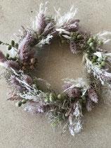 Trockenblumen-Kranz gebleichte Gräser und Lagurus rose gebunden