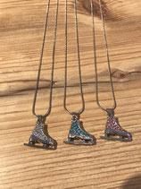 Halskette mit diversen Schlittschuhen