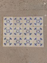Lot de 12 Anciens Carreaux Carrelages Faience 11cm ×11cm  Bleu et Blanc  ( stock environ 150 carreaux )