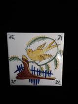Carreau Oiseau coloré 1 fond crème dimensions 13 cm ×13 cm épaisseur 5 mm Faience de Desvres