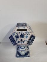 Tirelire numéro 3  Faience de Delft Hauteur 18 cm Diametre 9,5 cm