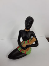 L Africaine et sa mandoline Hauteur 15 cm Longueur 10 cm