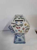 Tirelire numéro 4  Faience de Delft Hauteur 18 cm Diametre 9,5 cm