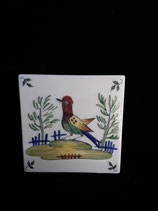 Carreau Oiseau coloré 2  fond crème dimensions 13 cm ×13 cm épaisseur 5 mm Faience de Desvres