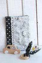 Set Untersuchungs-Hülle und Hasenohren-Greifling schwarz & Blumenmuster