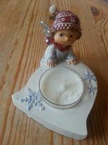 Kleiner Engel mit Schneeflocke