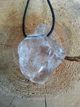 Bergkristall Rohstein - teilpoliert, gebohrt