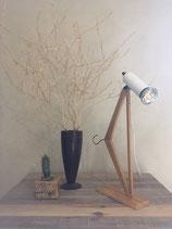 Lampe réalisée avec un cintre