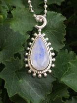 Amulett mit wunderschönem facettierten Regenbogen-Mondstein 23mm x 15mm