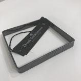 Quadratischer Armreif aus dunklem Silber