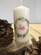 Premium Kerze mit Kranz und Überschrift Liebe