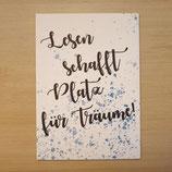 """Lesezucker Postkarte """"Lesen schafft Platz für Träume"""""""