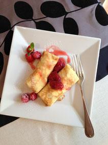 デザートのプレートは苺のクレープ
