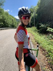 Portrait Ariane Desharnais vélo été femme sportive conseillère en placements Banque Nationale BNC experte à l'Académie des Autonomes